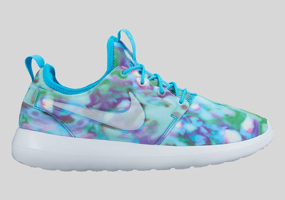 cheap for discount e89e6 ff32c The Nike Roshe Two Gets Graphic