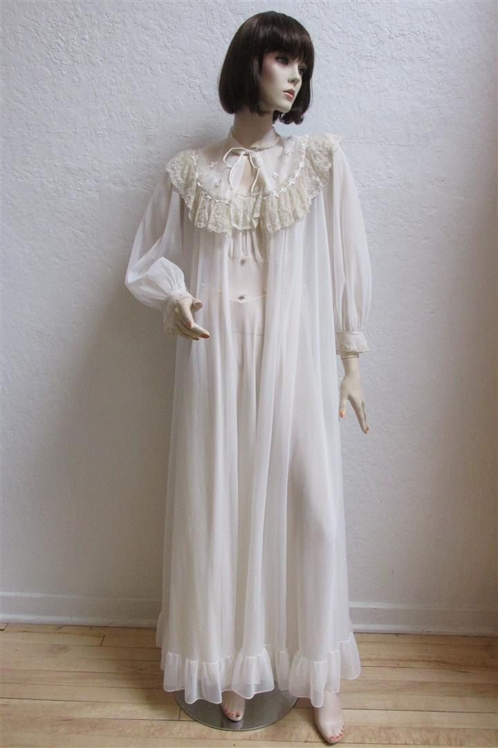 1950\'s Ivory Nylon and Lace Night Gown With Matching Robe / Peignoir ...