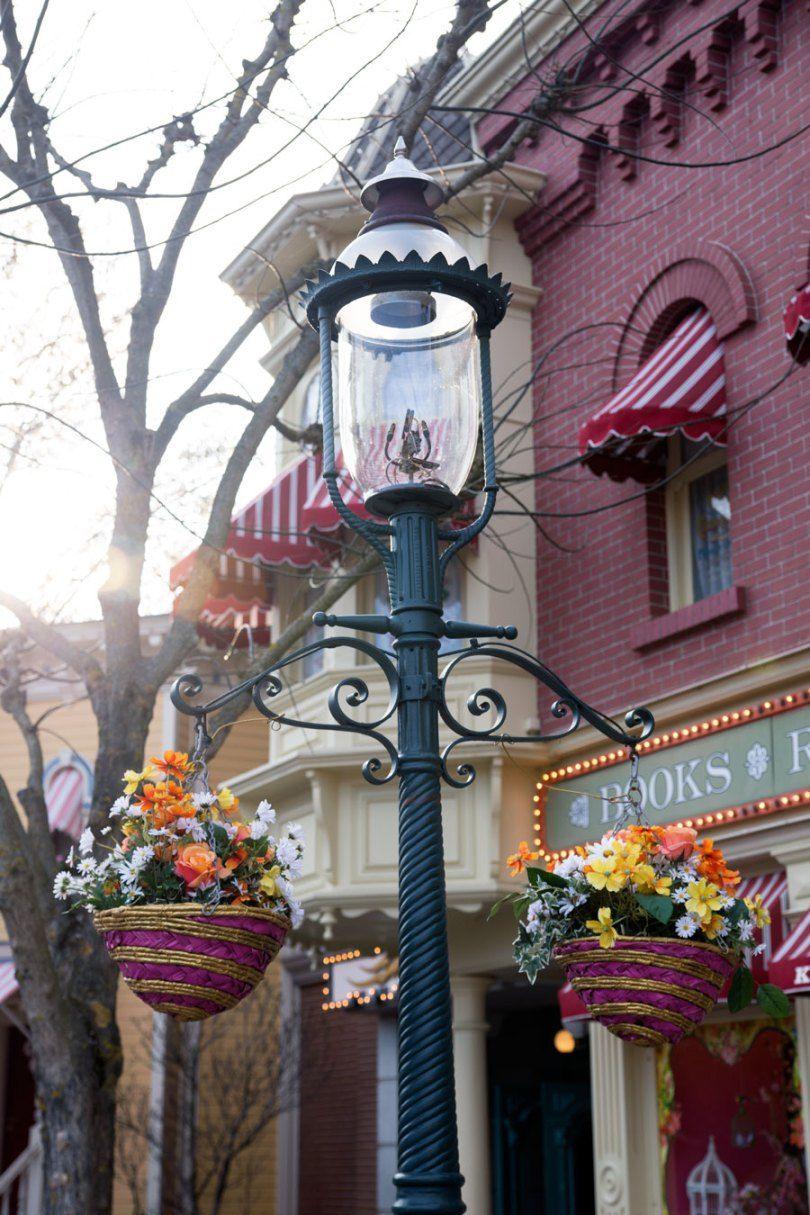 Disneyland Paris. Ce lieu de magie pour les petits comme pour les grands, porte depuis le début du mois de mars les couleurs du printemps