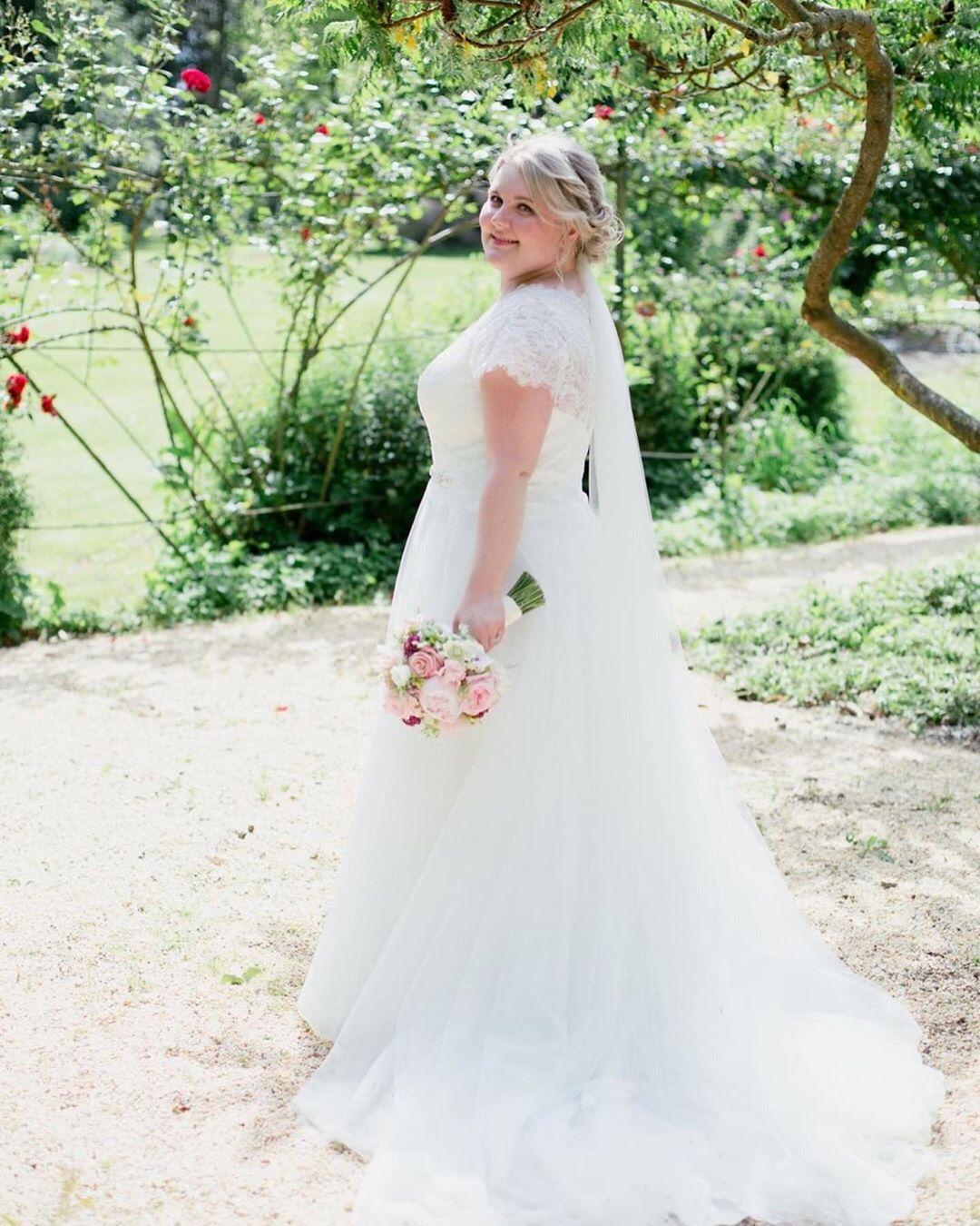 Diese Wunderschonen Hochzeitsfotos Haben Wir Heute Von Erhalten Unsere Braut Braut Diese Erhalten Haben Heute Hoc Wedding Dresses Dresses Wedding