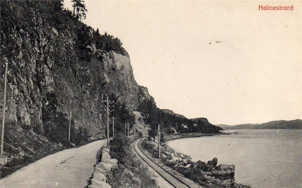 Holmestrand  Vestfold fylke. Vei og jernbanelinje langs sjøen. Stemplet 1911