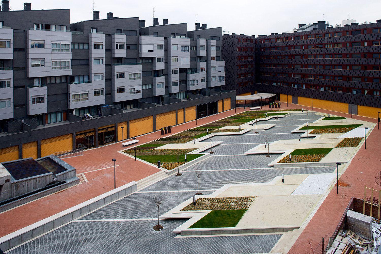 Galeria de Praça em Baracaldo / Linazasoro Arquitectura - 1