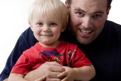 KAN JEG LÅNE 100 KRONER AV DEG PAPPA? En mann kom sent hjem fra jobb, trøtt og irritabel. Ved døren ventet hans 5 år gamle sønn. (http://farogbarn.no/?p=2849)
