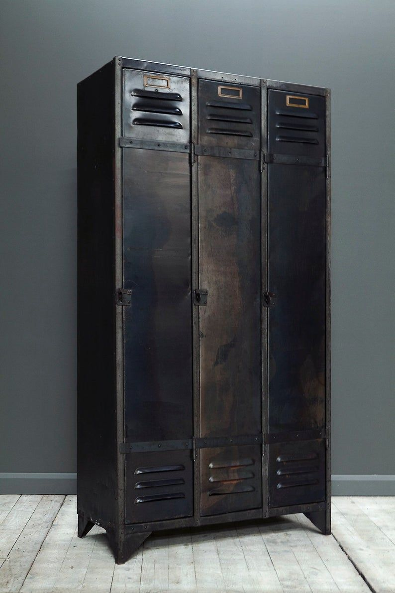 Une Selection De Garde Robe De Casier En Acier Industriel Etsy In 2020 Metal Lockers Steel Locker Wardrobe Cabinets