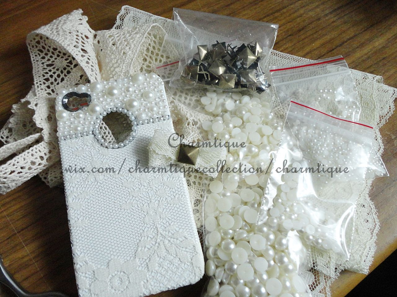 So elegant. For those that know me know I have a case for every outfit. This would be perfect for wedding day!! <3