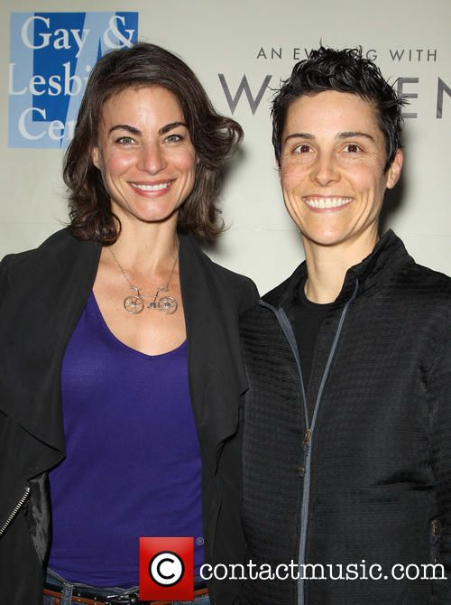 Traci Dinwiddie and Girlfriend at The Roxy | Damesmode