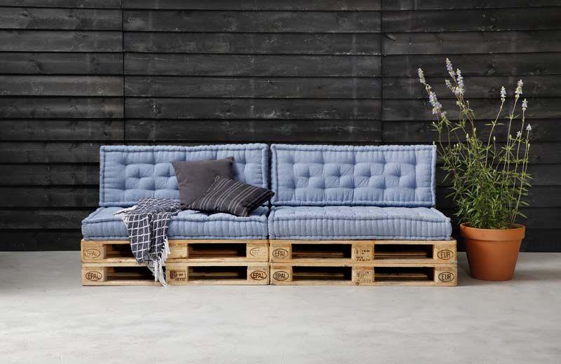 karwei met palletkussens maak je van een pallet heel gemakkelijk een fijne pallet terraces. Black Bedroom Furniture Sets. Home Design Ideas