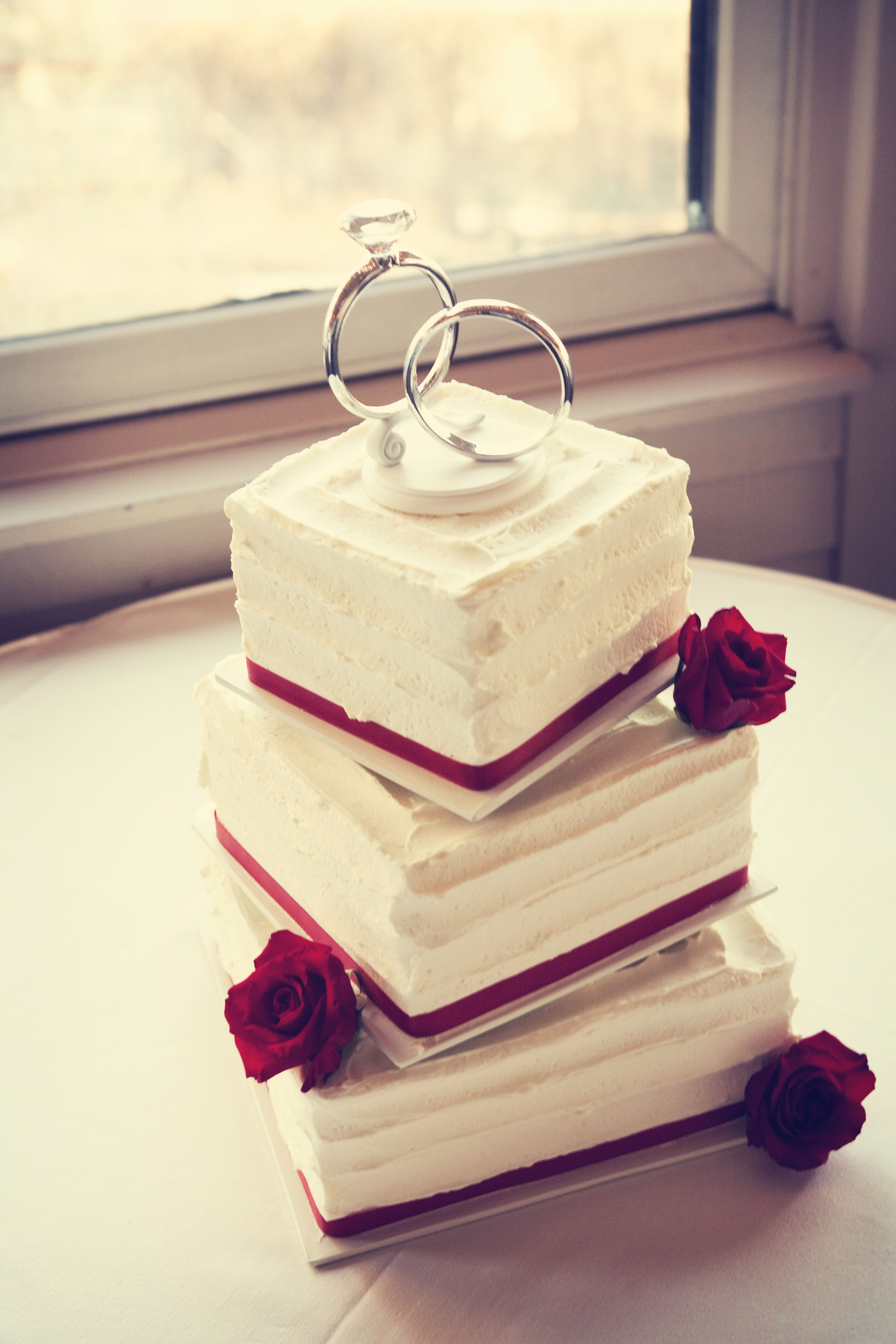 love the topper on this cake! #MinneapolisWeddingPhotography