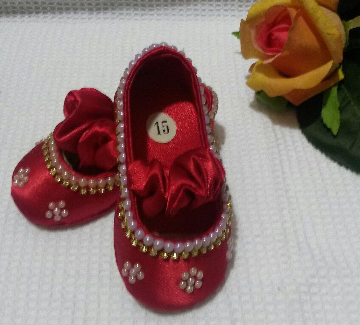 36b27f18df Kit sapatilha e tiara luxo