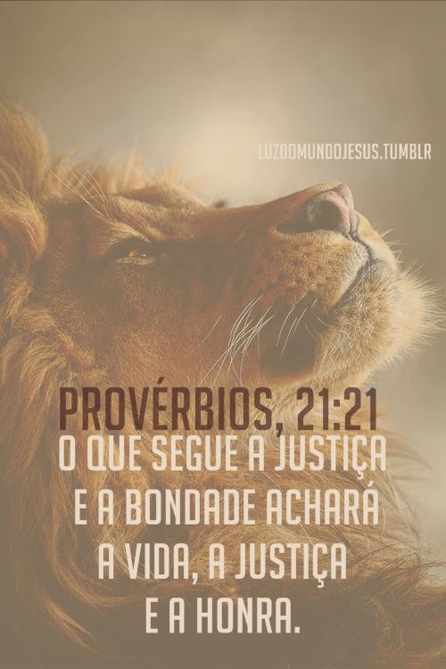 O Que Segue A Justiça E A Frases Biblicas Portugues