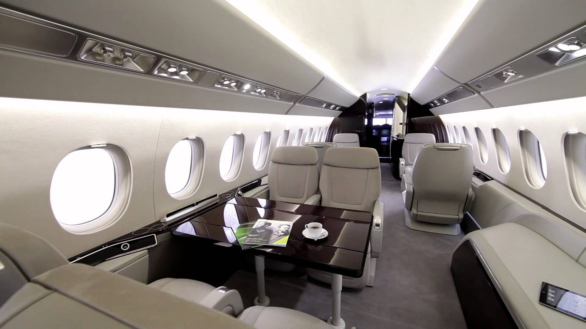 L 39 int rieur du jet falcon 5x azul for Interieur jet prive