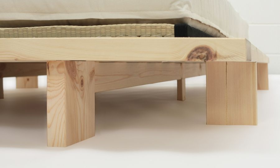 The Underside Of Japan Futon Bed Shows Good Use Support Feet To Give A Strong Frame