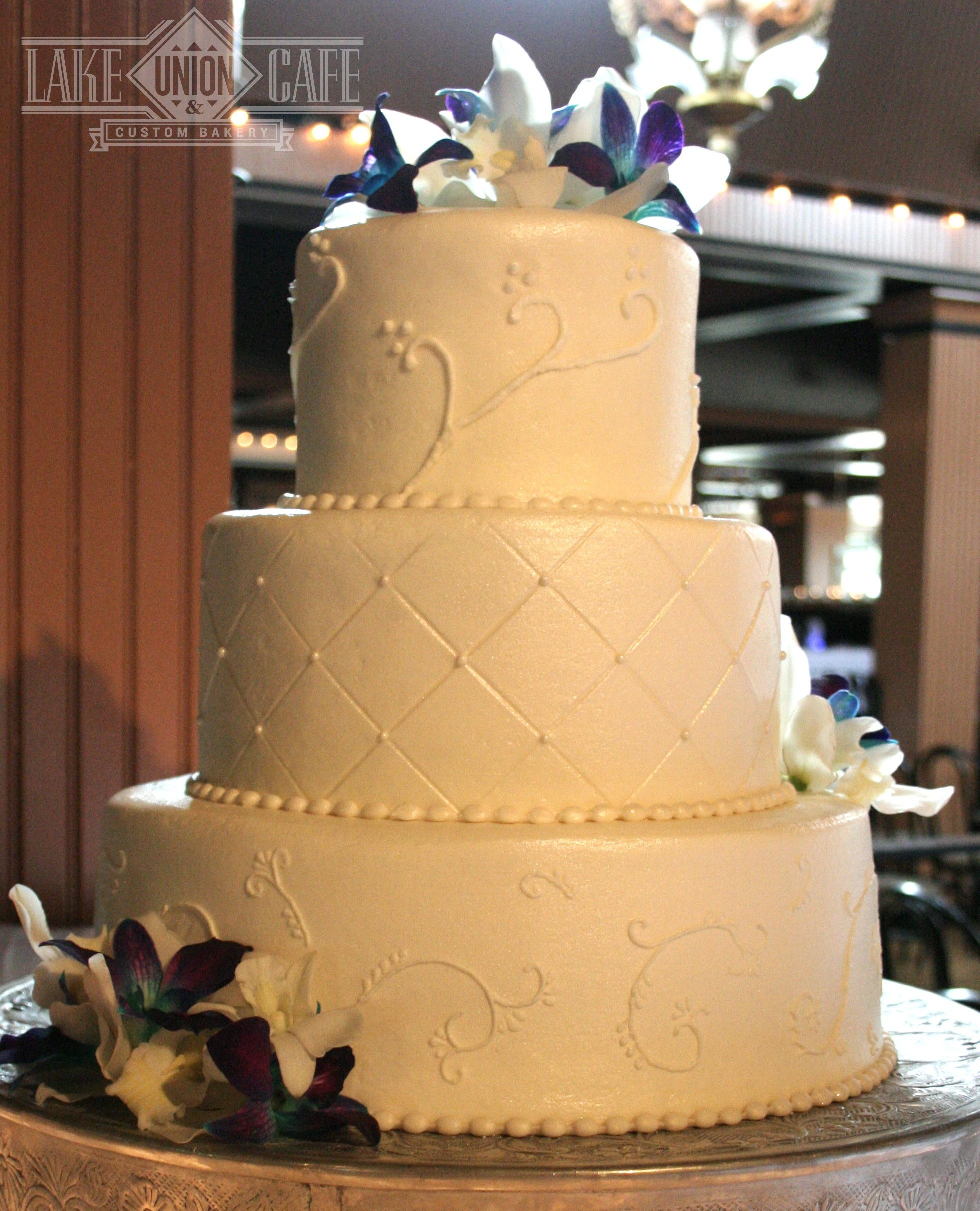 piping wedding cake designs 3 tier buttercream wedding cake with piping and quilting 18614