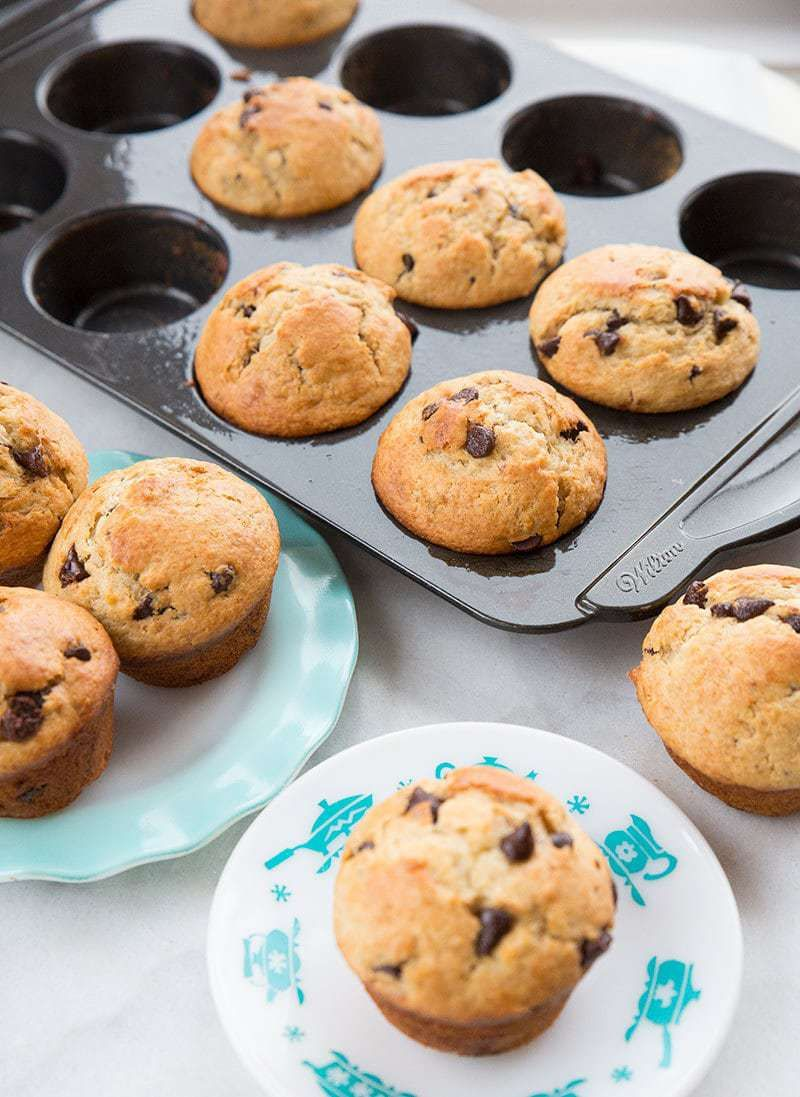 These Banana Muffins Are A Fabulous Way To Use Up Those Bananas On Your Ki Banana Chocolate Chip Muffins Sour Cream Recipes Moist Banana Chocolate Chip Muffins