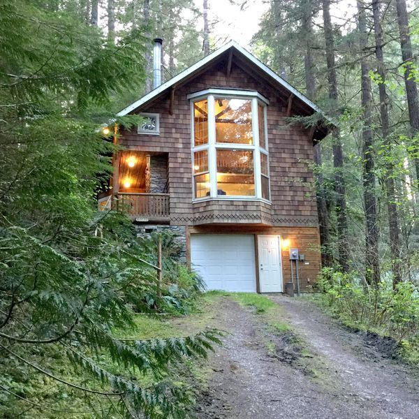 Snowline Cabin 25 A countrystyle pet friendly cabin with