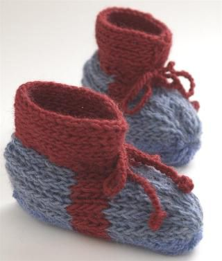 17 Cozy Crochet and Knit Slipper Patterns | Patrones