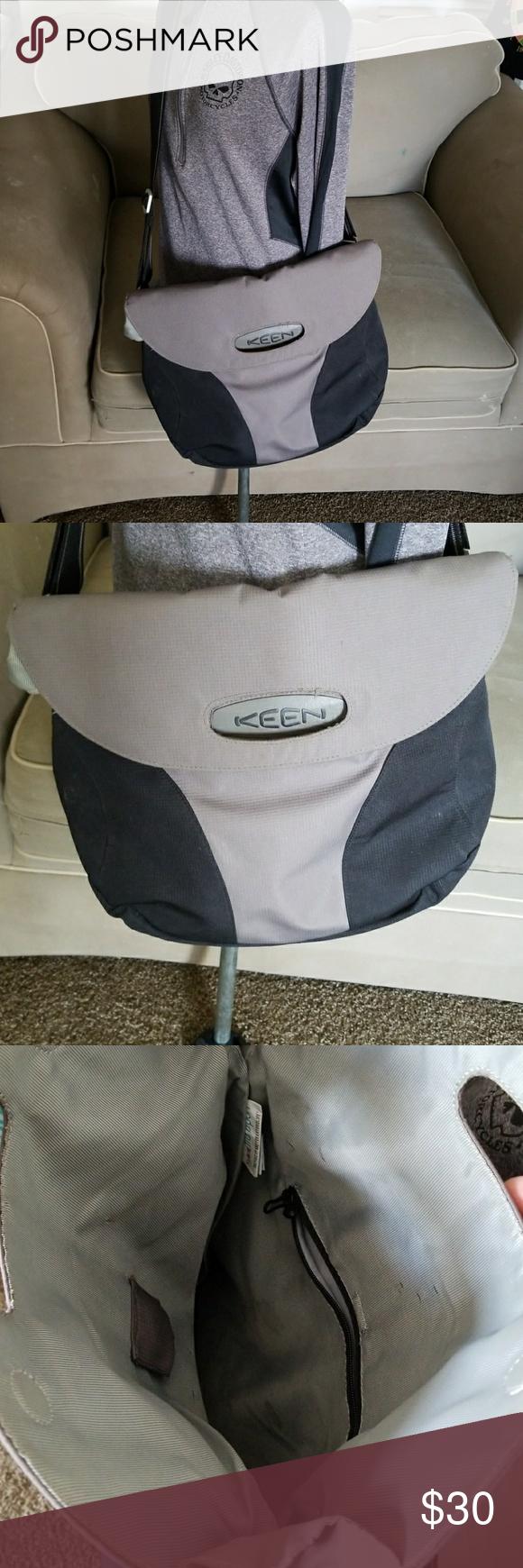 b2b5af9b288 Keen hybrid transport bag Pre-owned large KEEN Hybrid Transport Expandable Shoulder  Bag Style: