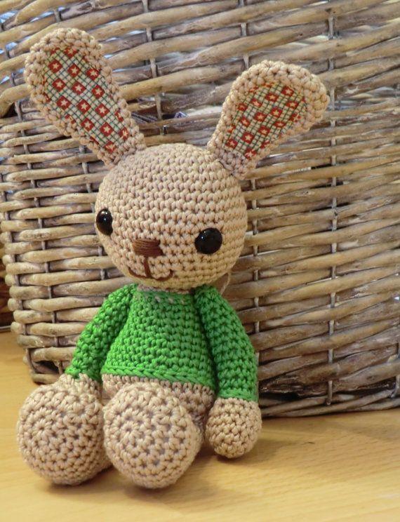 Green sweater bunny amigurumi crochet pattern | Crochet fun ...