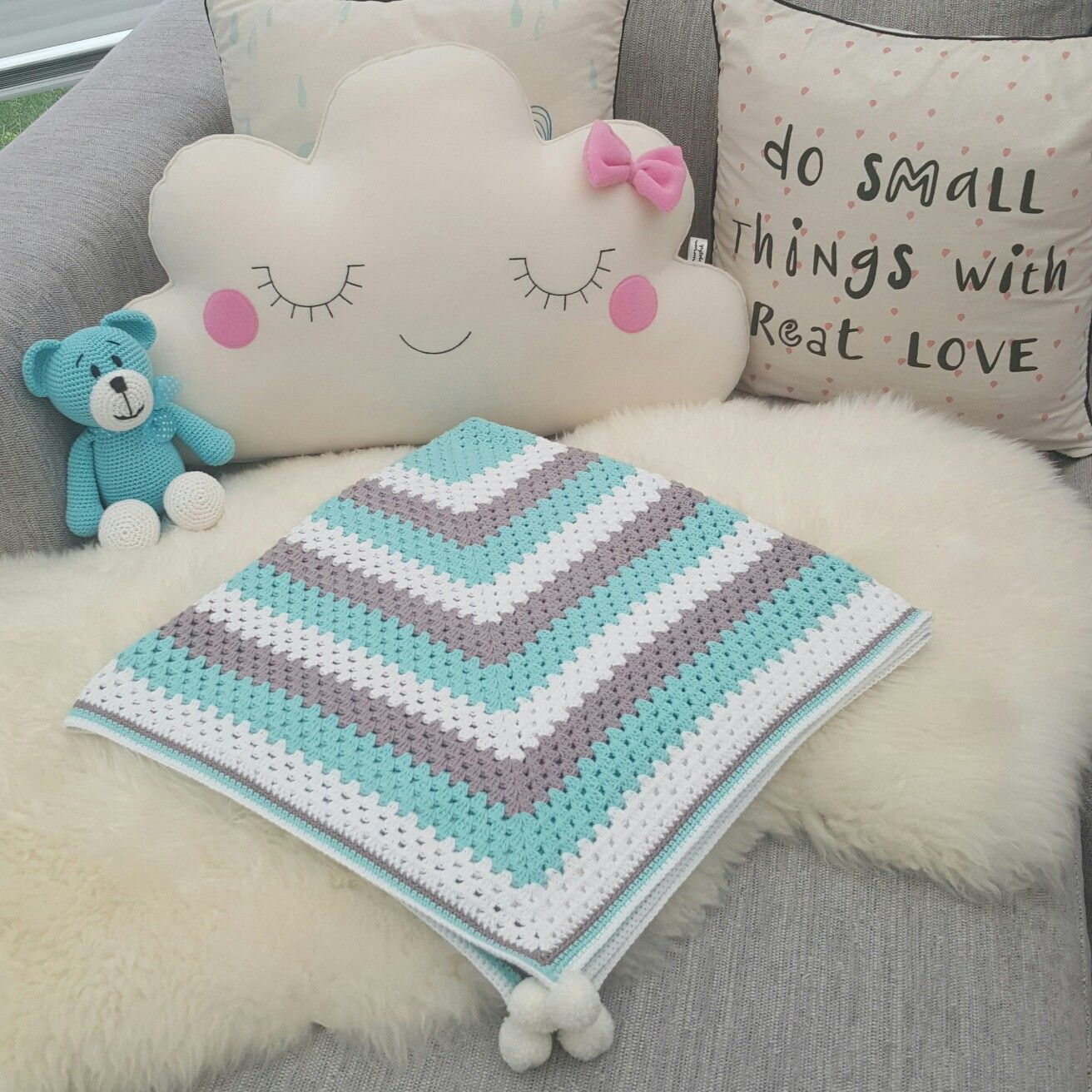 Crocheted Baby blanket. Pattern: http://daisycottagedesigns.net/free ...