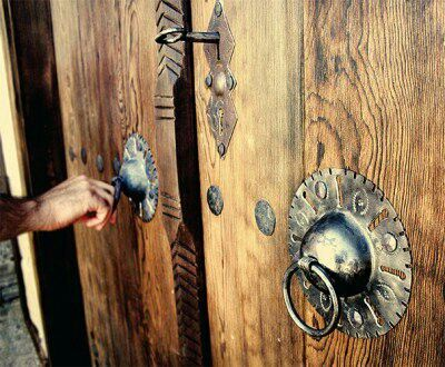 The wooden door was unpainted, I trusted him with this side … İsmet Öz …