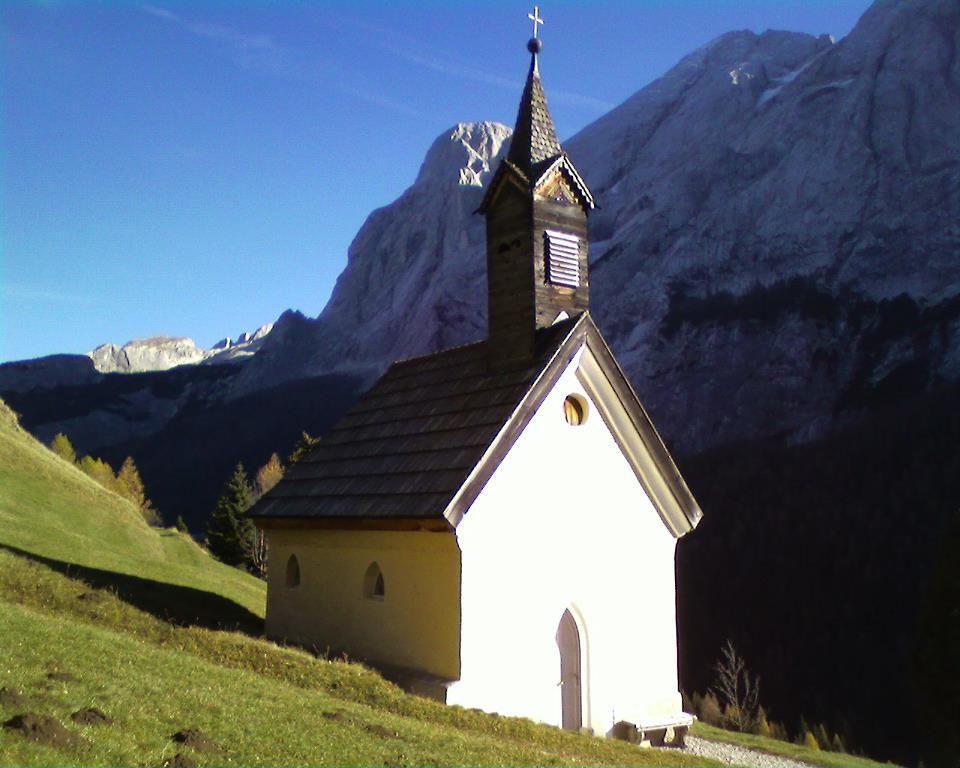 Chiesetta a Penia di Canazei - Trentino - © Rosanna Verra - our Facebook fan