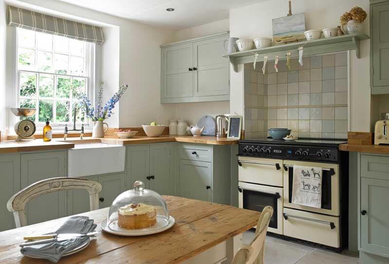 britischer landhaus charme k che pinterest haus landhaus und haus ideen. Black Bedroom Furniture Sets. Home Design Ideas