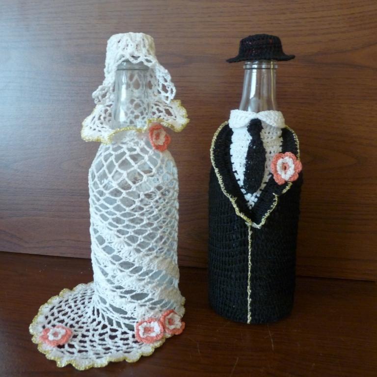 931aa841cb Znalezione obrazy dla zapytania ubranka szydełkowe na butelki weselne