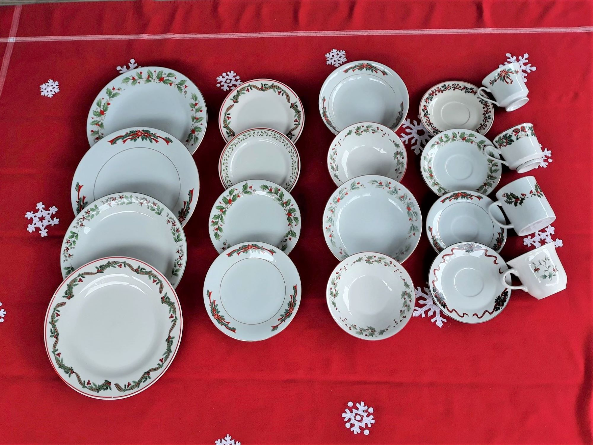 Vintage Christmas Mis Matched Ceramic Dinnerware 356 Located On Etsy In My Store Tigardreams Christmas China China Dinnerware Sets Ceramic Dinnerware