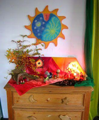 Jahreszeitentisch im oktober jahreszeitentisch im herbst for Raumgestaltung waldorfkindergarten