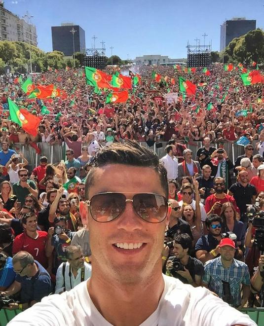 Después de ganar la Euro 2016 celebra con su país