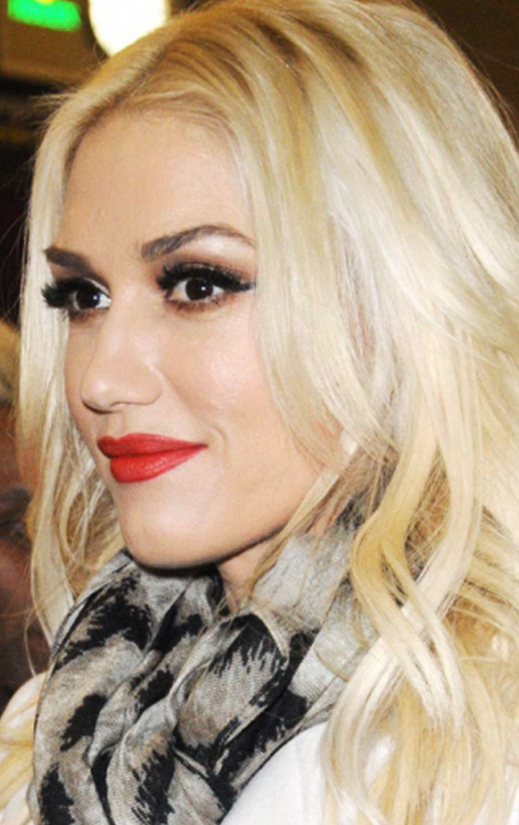 Gwen Stefani - live the makeup, live the hair.   Makeup in ...