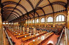 Sainte-Geneviève er et bibliotek midt i Latinerkvarteret og like ved Sorbonne. Populært blant parisiske studenter pga. beliggenheten og den vakre lesesalen. Obs: hver bruker må registrere seg i forkant med bilde og studentkort. 10 Place du Panthéon, 75005 Paris.