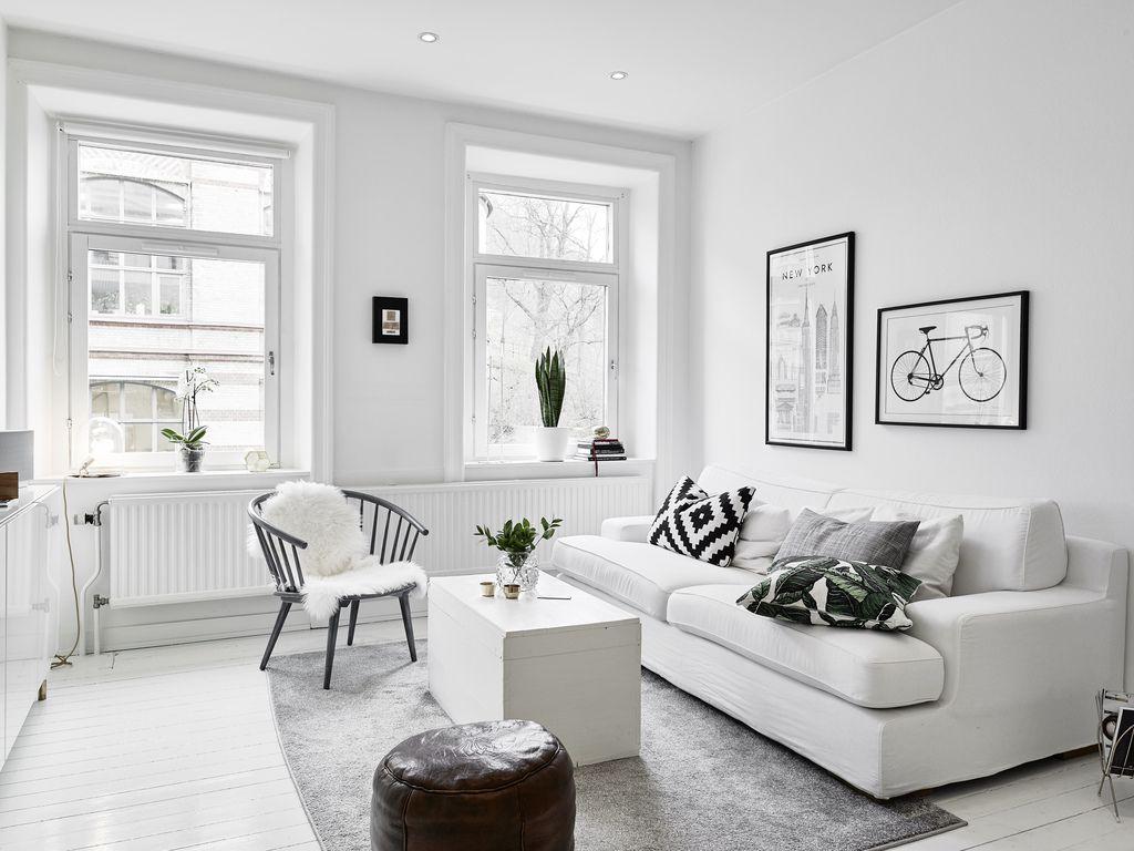 Kleine witte woonkamer met witte meubels | fuseta | Pinterest ...