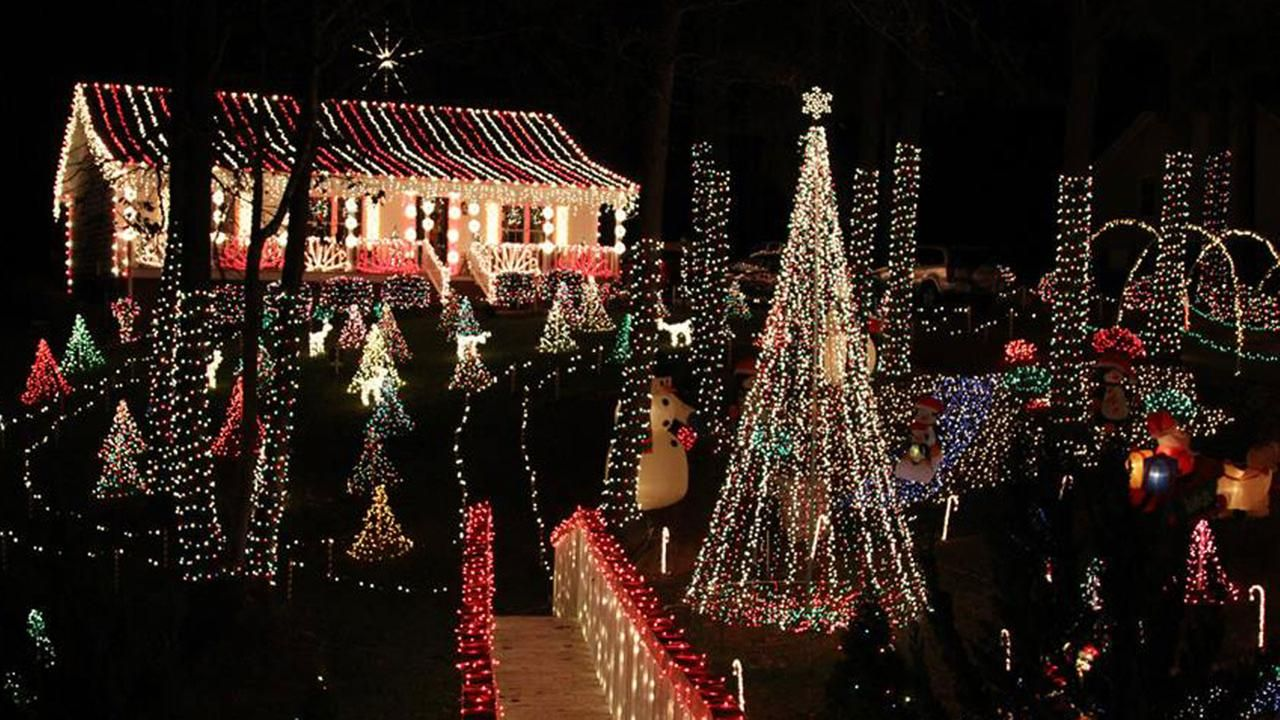 Guide To Holiday Lights And Christmas Festivals In Central N C Christmas Things To Do Holiday Festival Christmas Light Displays