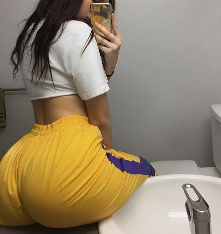 sexy-ass-in-yellow