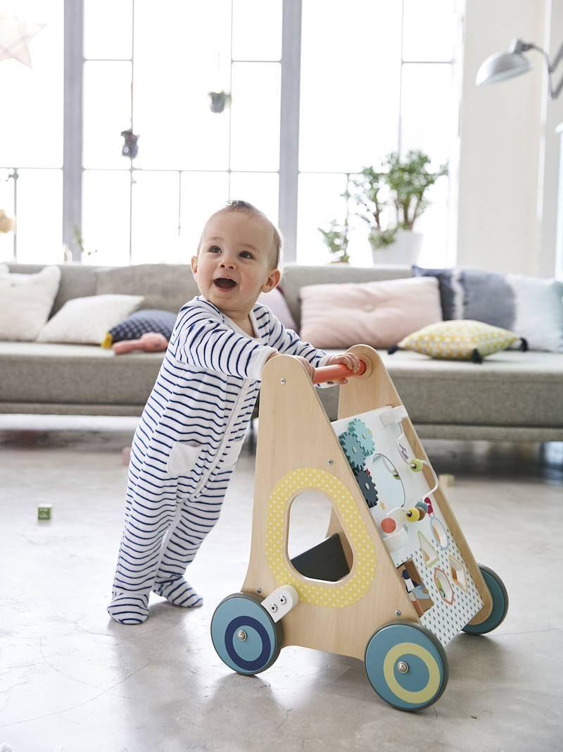 Chariot de marche avec freins en bois multicolore - Jouets Vertbaudet   Idée cadeau bébé, Jouets ...