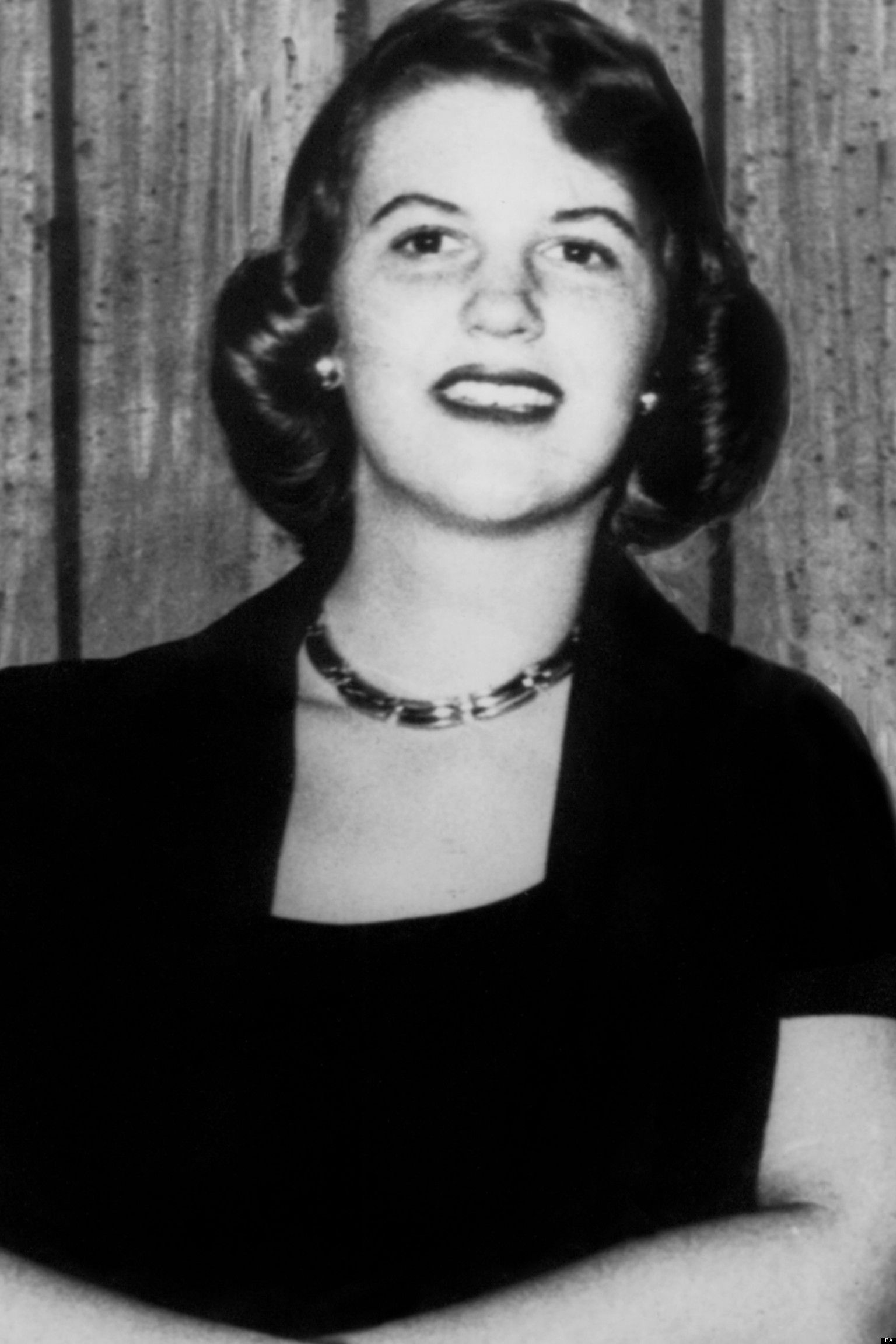 syliva plath One of the poets to choose from is sylvia plath after reading a bit about her life i  was very interested i think interest in the poet is what is most.