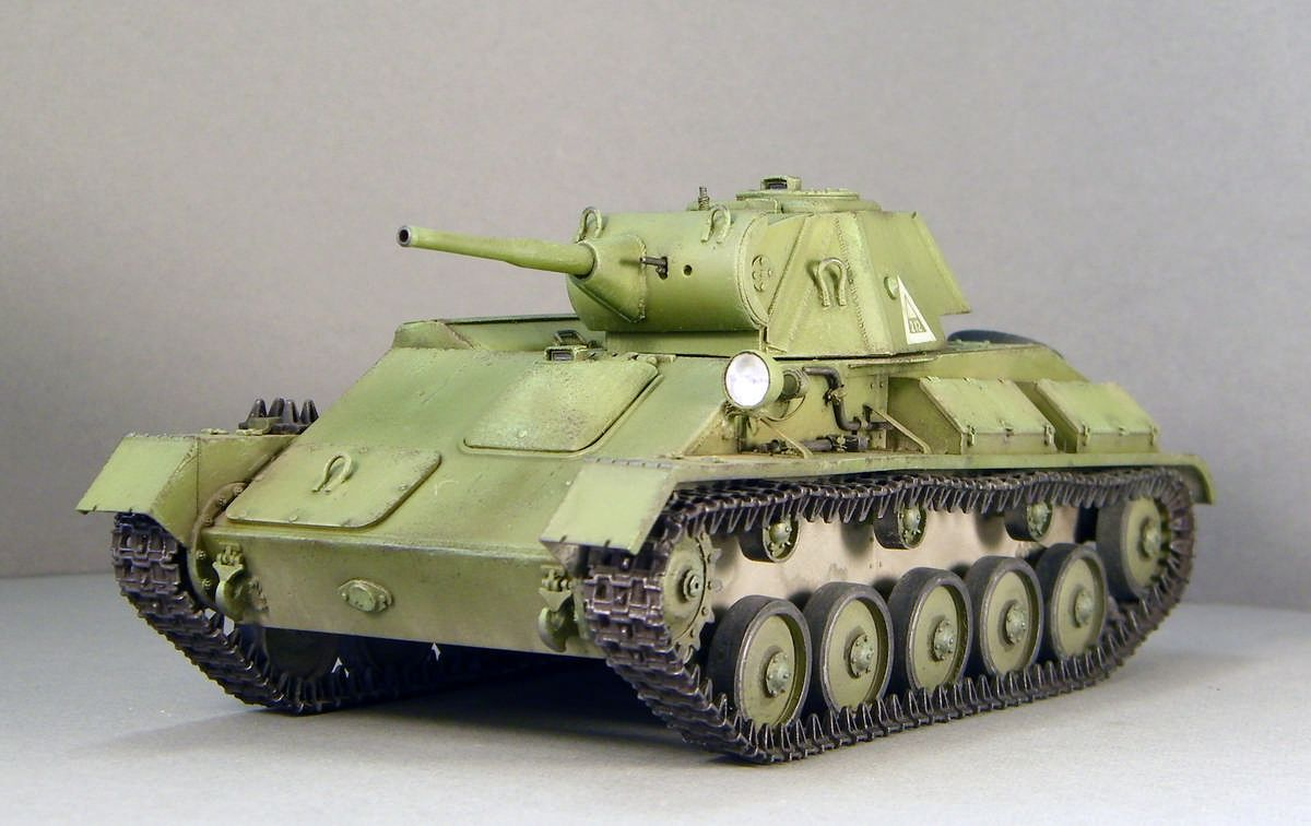 Miniart 35194 1//35 T-70M Soviet Light Tank w//Crew