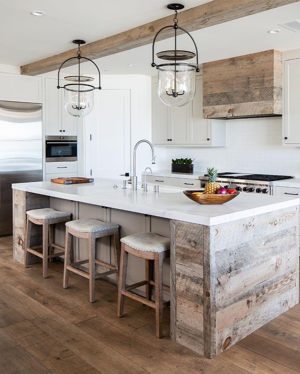 Home Bunch On Instagram Today On Home Bunch Kitchen Cabinetry Details The Kitchen Combines W Design De Cuisine Rustique Cuisine Moderne Cuisine Rustique