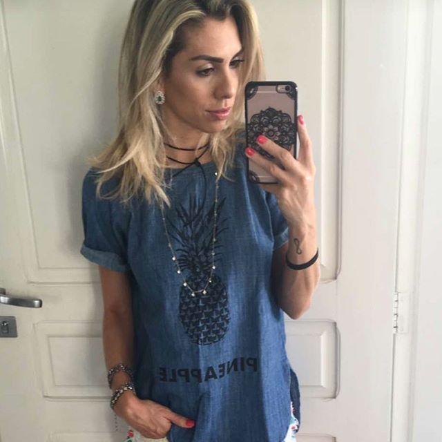 Para encerrar o domingo, #snapsave da @barbarabrunca com nossa t-shirt jeans de…