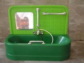 Jaren 70 groen fleur badje. De greep voor zit los ophang stukje voor de douche kopje is stuk. Ev.verzendkosten 7,10 euro en risico voor de koper,halen kan meestal van maandag tem zaterdag. Zie
