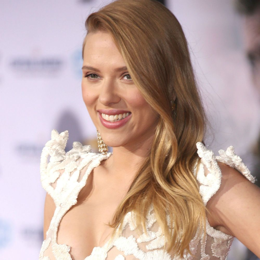 Scarlett Johansson Shows Off Her Baby Bump And Engagement