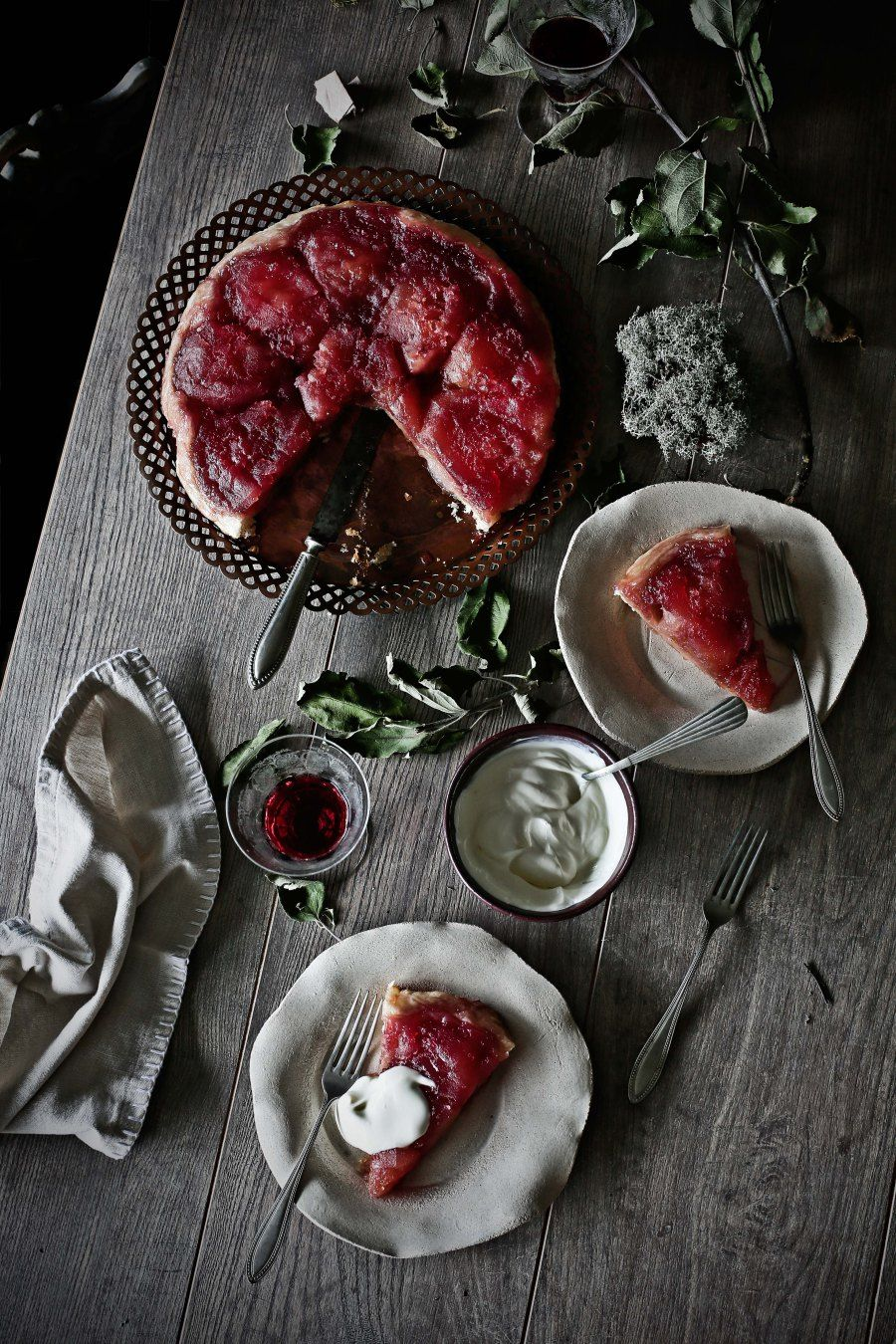 Tarte Tatin with port wine and spices