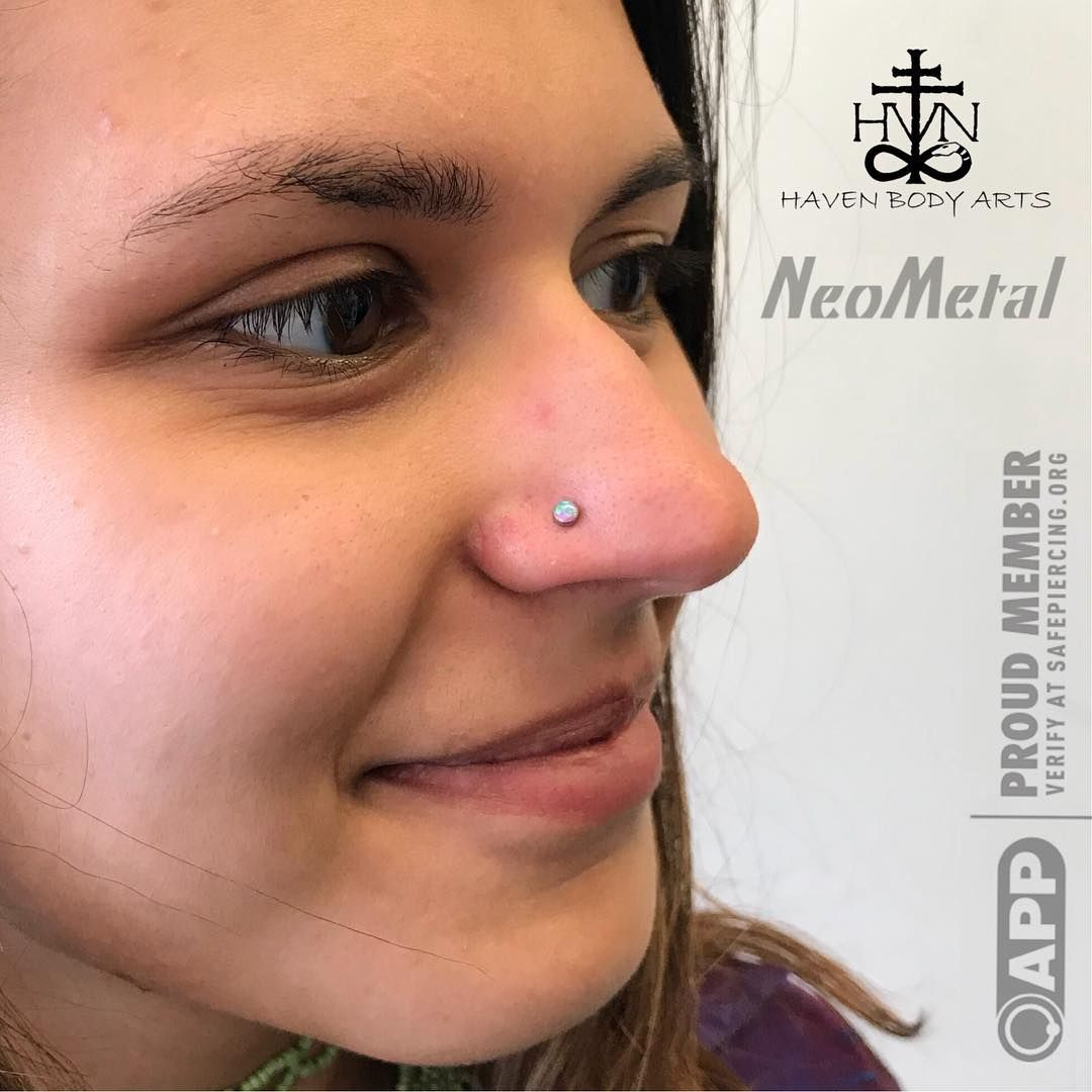 Fresh paired nostrilpiercing using opaljewelry from