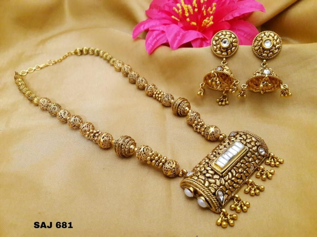 Photo of Traditioneller Goldschmuck mit Kundan und Moti – traditionelle …