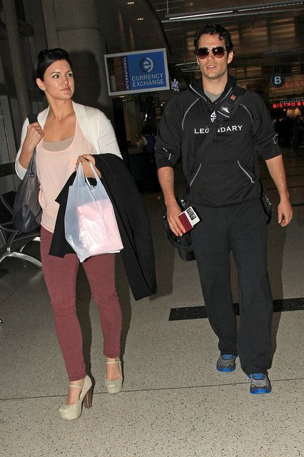 Henry Cavill And Girlfriend Gina Carano Arrive In Lax On 3 29 13 From Japan 05 American Gladiators American Actress Fitness Model