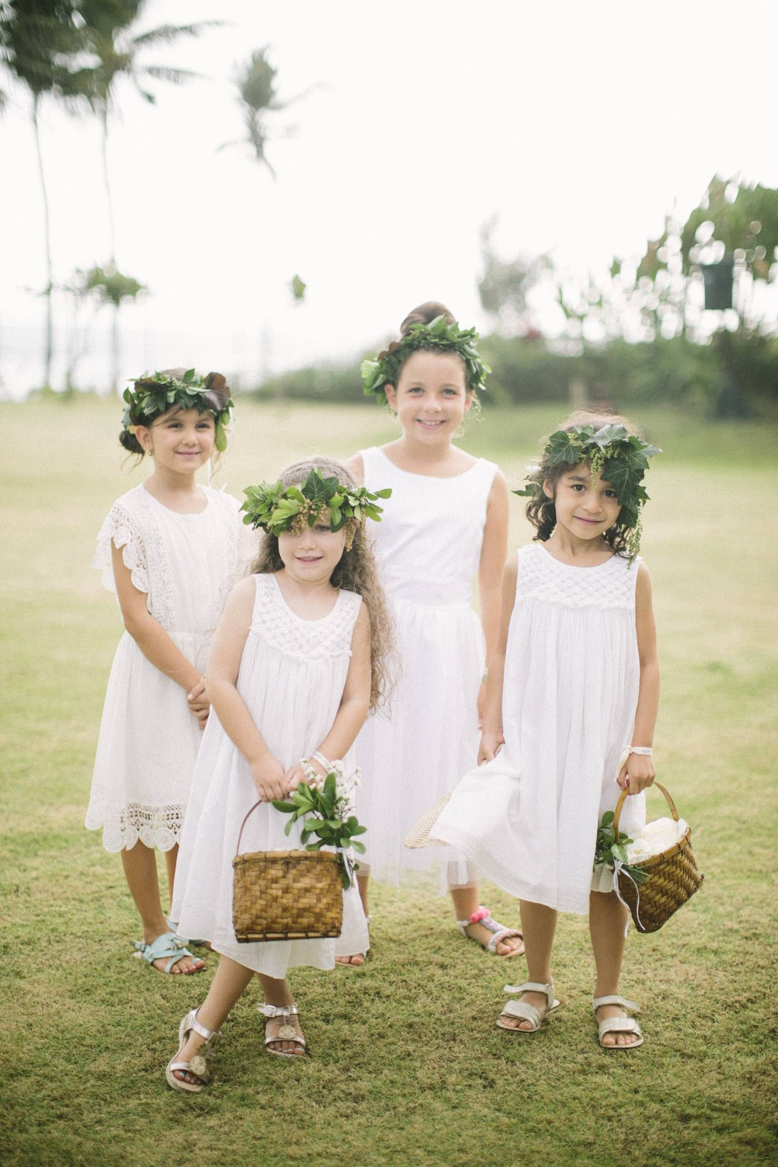 Darling Flower Girls At An Elegant Tropical Wedding In A Small Village In Bali Via Magnolia Rouge Kinder Auf Der Hochzeit Blumenkinder Kleider Blumenkinder