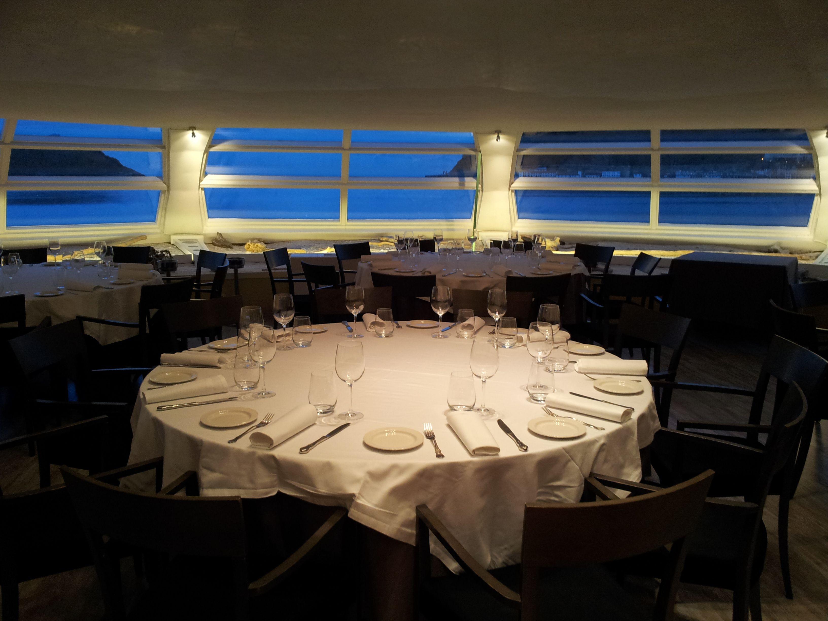 Jarra Largo Escudero  Nuestro restaurante a la noche #donostia, #restaurante, #sansebastian |  Restaurantes, Vistas, San sebastian