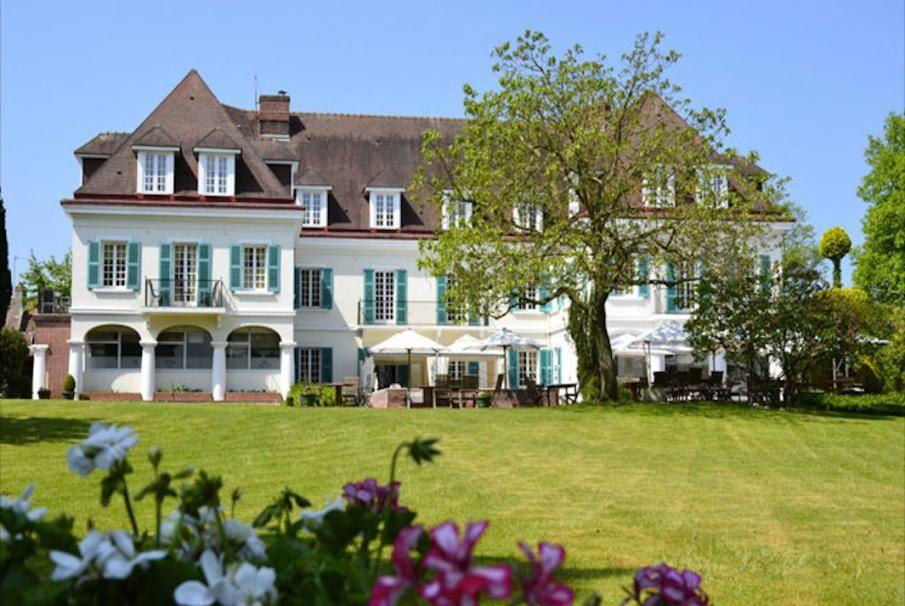 In der Region Nord-Pas-de-Calais erwartet Sie in Montreuil das herrliche Landhaus Château de Montreuil unweit der Stadtmauern inmitten eines blühenden Gartens. Ideal für einen romantischen Aufenthalt zu weit oder unter Freunden. Geniessen Sie Ihren Aufenthalt mit Bontourism®.