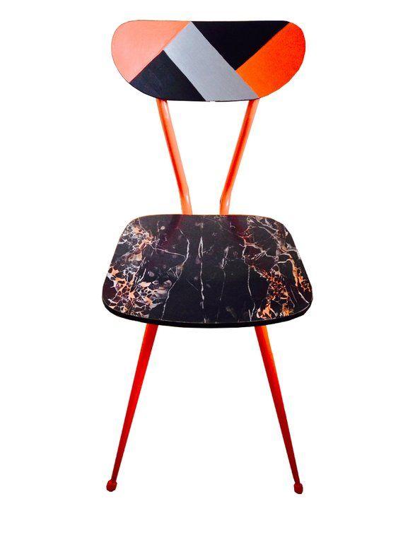 Stuhl - Formica Stuhl, Upcycling, seltener orange / schwarzer Marmorsitz und Rückenlehne, Upcycling Koralle, schwarz & silberne Rückenlehne von SophieLDesign